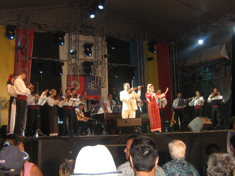 Zilele Orasului Mioveni - Program de muzica populara in aer liber