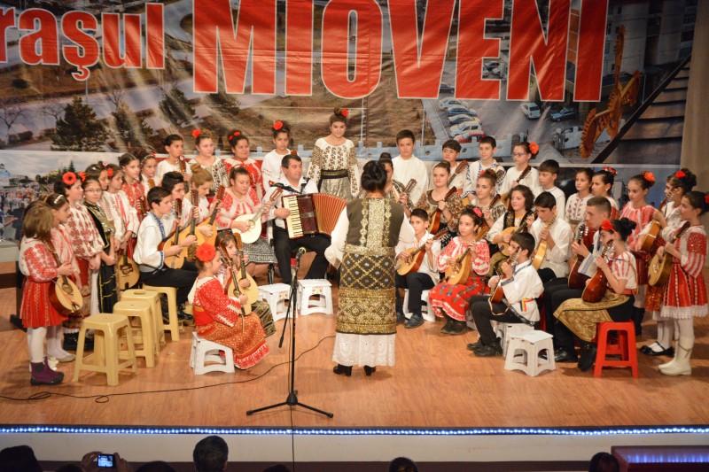 Spectacolul UITE, VINE MOS CRACIUN  - Centrul Cultural Mioveni