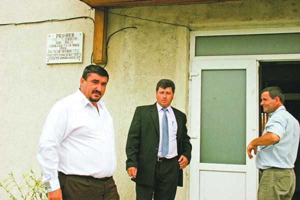 Echipa de infractori de la primăria Buzoeşti, în frunte cu primarul Tănase Ion