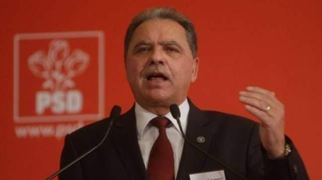 Profesorul Costică Nicolescu, care a împărţit banii tovarăşilor primari şi nu a efectatuat lucrările, dar au împărţit banii