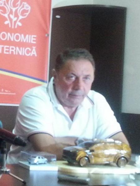 Gay-ul Ion Dumitru a dat şapgă lui Bacalu o mie de euro pentru denigrarea publicaţiei noastre