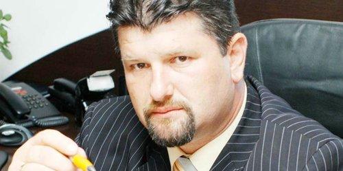 Puşcăriaşul primar Frăţică, de la primăria Bradu, miliţian de meserie a furat sume cât el de mari