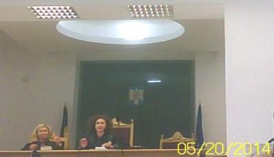 Asasina comunistă fascistă, Pluteanu Anda Mihaela (stânga), spălăcita