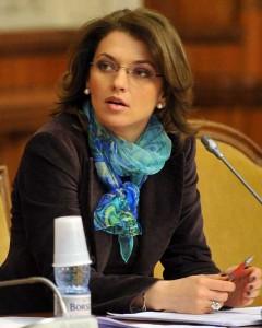 Alina Gorghiu, preşedinta PNL, sexoasa lui Iohannis ( amantă )