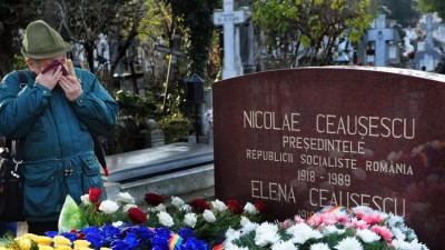 Mormintele presupuse ale Ceauşeştilor dar în schimb sunt alte cadavre introduse de complotişti