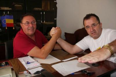 Broscoiul oac-oac, Ion Dumitru, cu jurnalistul infractor Silişteanu, Curier Argeş, la scanderberg