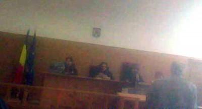 Infractoarele in robe de la Tribunalul Arges Andreea Monica Prunaru si Cornelia Dumitrescu (stanga-centru )