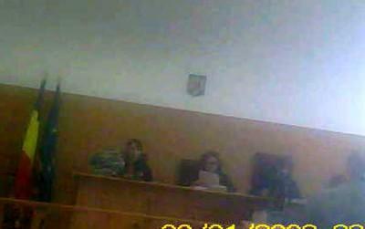 Infractoarele in robe de la Tribunalul Arges Andreea Monica Prunaru si Cornelia Dumitrescu (stanga-centru