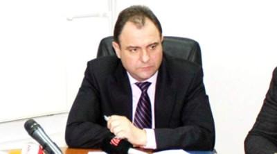 Inspectorul şef al IPJ Argeş, Ispir Ionel, cel mai mare infractor care si-a bagat propriul copil la cele mai mari afaceri murdare cu imobiliare, inchirieri spatii, terenuri etc