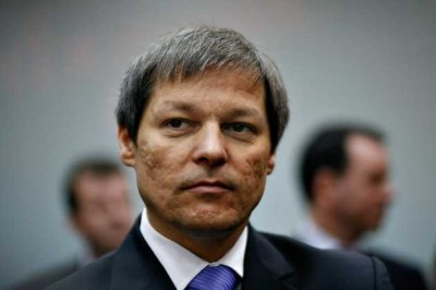 Cioloş, premierul ilegal al României neconstituţional, susţinut de politrucii infractori,  a plătit CCR cu sute de mii de euro la comanda făcăturii de neamţ, Iohannis