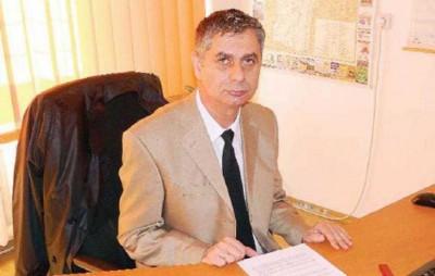 Directorul general Nicolae Valerică, ţigan împuţit, hoţ, bandit, escroc desăvârşit