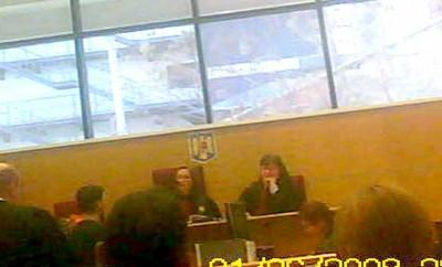Madame Lili, dreapta, şi oarba Babalâc, stânga, fete de blat la secţia civilă a Tribunalului Argeş