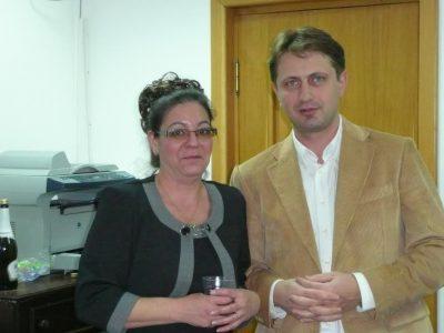 Infractorul dir. fictiv Popescu Alexandru (dreapta), care a încasat suma de 5004000 RON, pagubă statului român