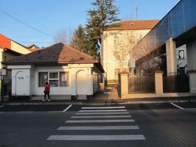 Intrarea în sediul inspectoratului, după clădirea din față, în spate au birourile infractorii de la serviciul SIPI