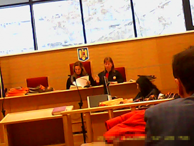 Dumitrache Babalîc Mirela (stânga), spălăcită abuzivă coruptă, milionară în euro. Danciu Aurelia (dreapta), liftieră la magazinul Trivale Pitești, coruptă abuzivă