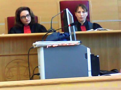 Prunaru (stânga), Dumitrescu (dreapta), două bolnave psihic care eliberează sentinţe și decizii fictive