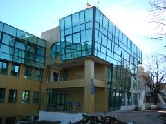 Derbedeii de procurori își desfășoară activitatea mizerabilă într-o clădire nouă